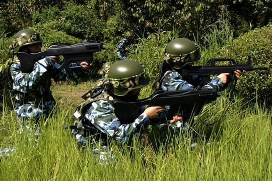 军事特训营注重户外操练  改掉一切坏习惯变得更爱学习